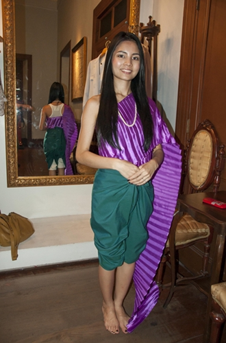 You can try on traditional Thai costume here.